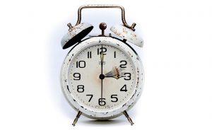 reloj despertador para marcar un horario de trabajo en la agencia seo para lacreación de enlaces para tu negocio